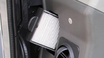 รถขุดยันม่าร์ถอดทำความสะอาดแผงกรองอากาศของระบบปรับอากาศได้ง่าย โดยยันม่าร์จันทบุรี